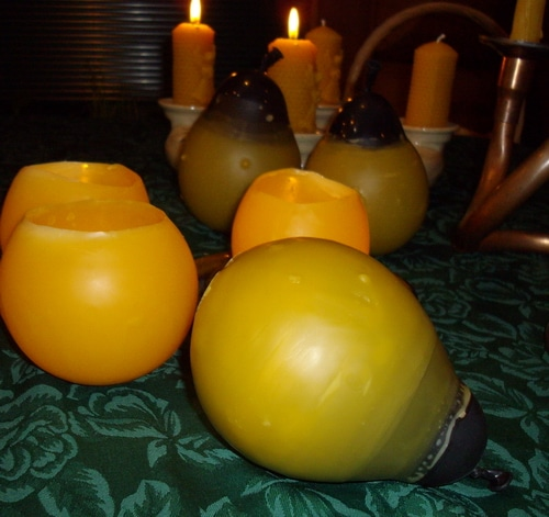 Water balloon luminaries at a warm glow to your table. But you can also safely use them outside to bring a welcoming glow to the pathway of your home. They are easy to make.