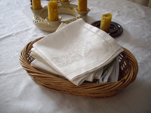Table linens2