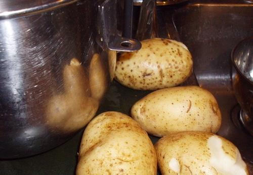 Latkes potatoes washed