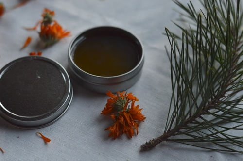 Bayberry in this formula soothes razor burn, relieves itchy, flaking skin, and moisturizes. Hempseed oil is used in this recipe because it is quickly absorbed by the skin, with its own skin healing properties. Calendula and yarrow are added to soothe, relieve inflammation, stop bleeding from nicks, and soothe skin.
