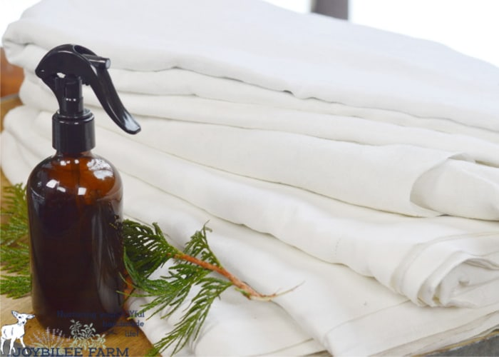Enjoy this super easy recipe for DIY linen spray that will revive the freshness and crisp hand of vintage linen fabrics, permeating them with sweet lavender.