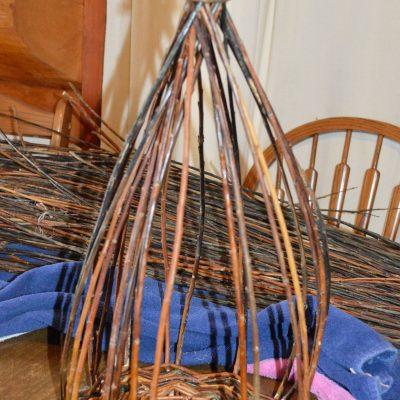"Weave a rustic, round willow basket, part 3 – weaving the ""upsett"""