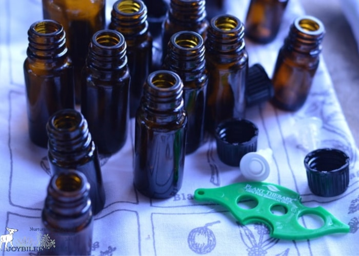 Empty essential oil bottles are handy to have for future herbal projects, but how do you go about cleaning them before the next use? We'll show you how.