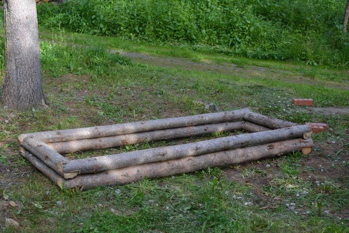 Log sweet pea planter